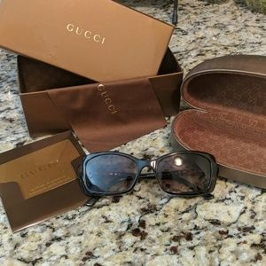 Gucci sunglasses with blemish